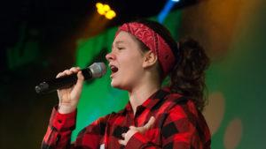 Śpiewająca dziewczyna