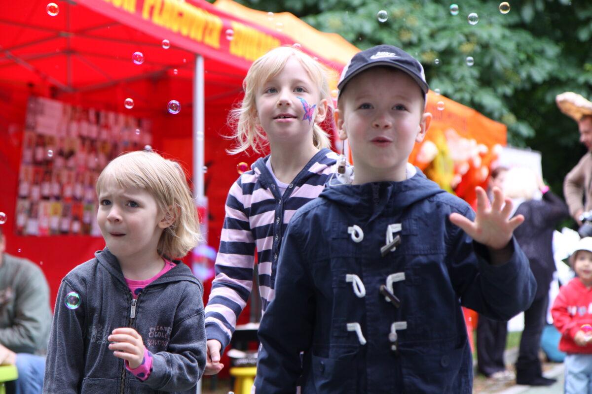 zdjęcie - grupa dzieci