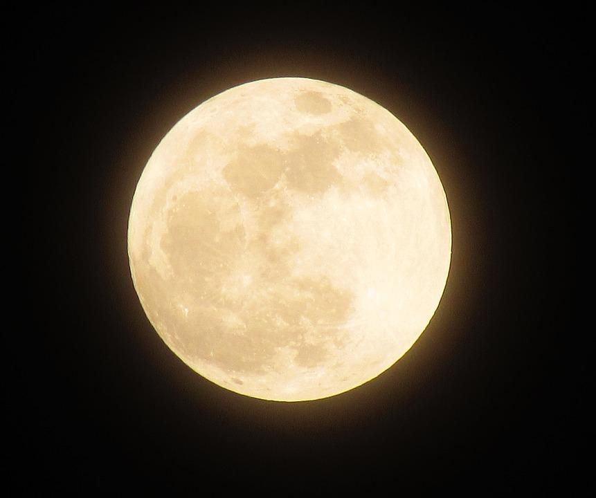 zdjęcie przedstawia księżyc
