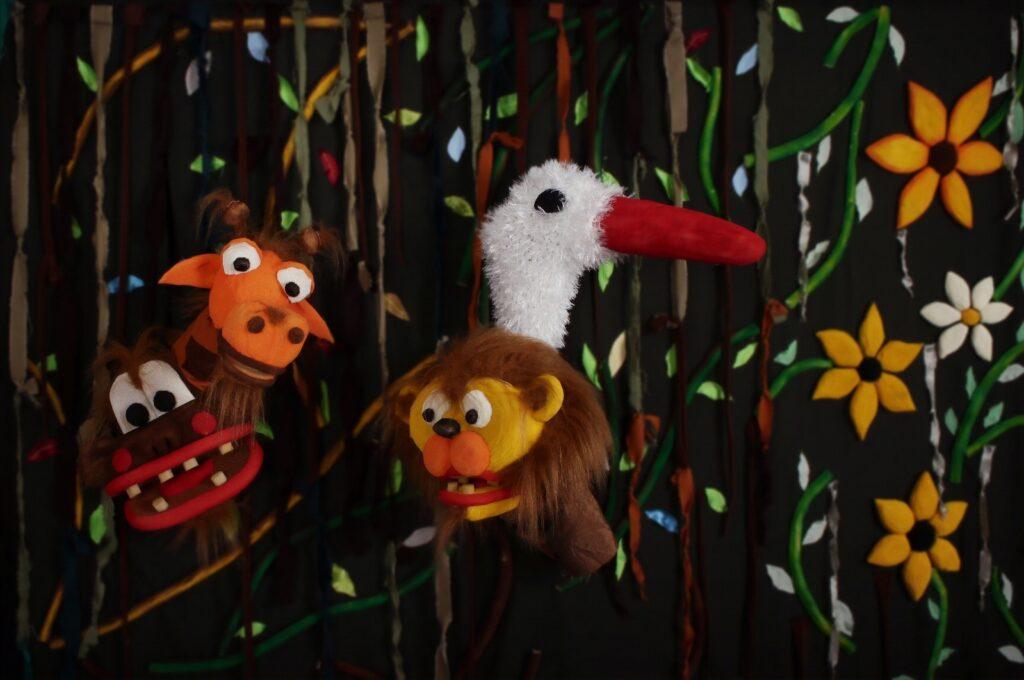 Zdjęcie przedstawia 4 pluszowe zwierzaki.